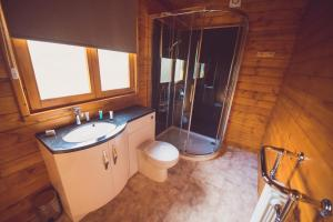 Jay Lodge No 2 Bathroom