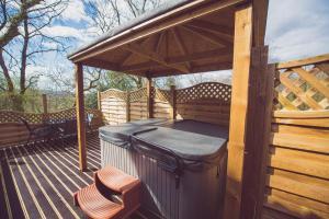 Jay Lodge No 2 Hot Tub