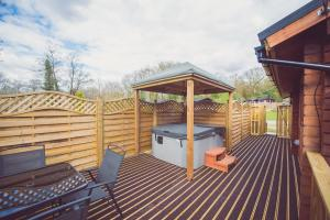 Jay Lodge N0 2 Decking
